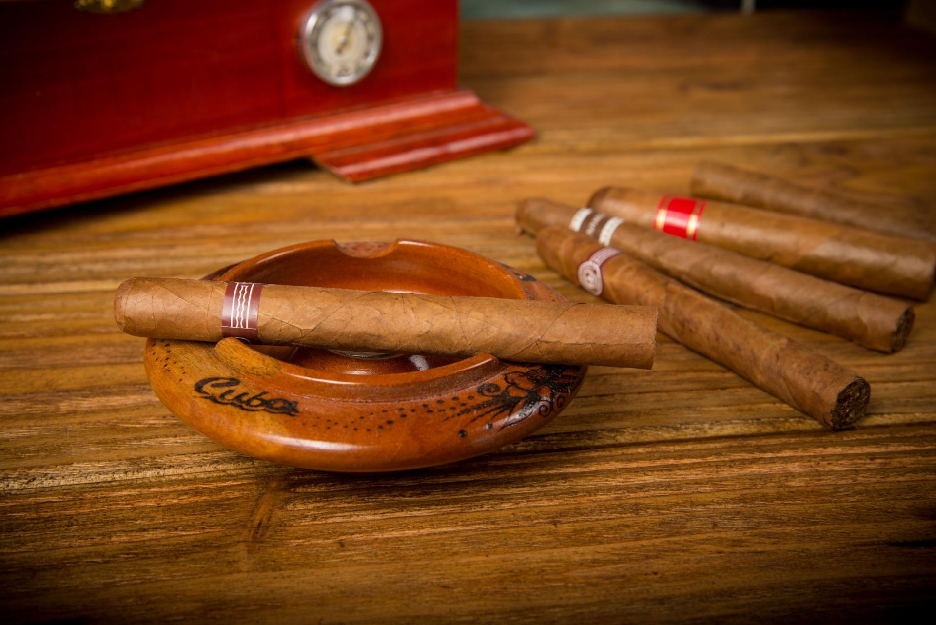 Zigarren in allen Größen, Preisklassen und Marken. © merc67 - Fotolia.com